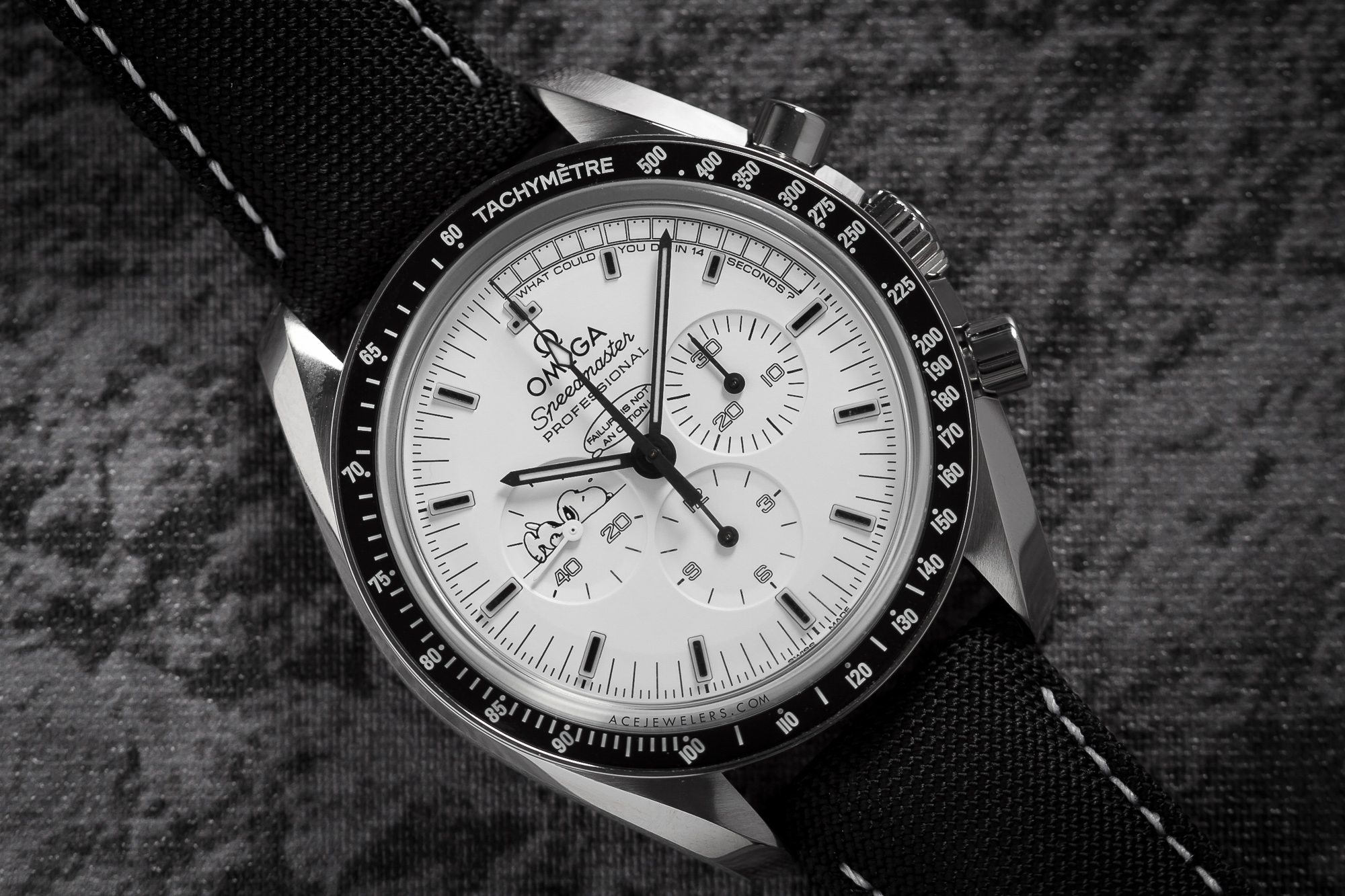 Omega Speedmaster Professional Silver Snoopy Award 311.32.42.30.04.003