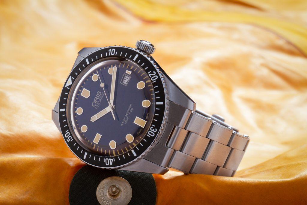 Под данной торговой маркой выпускались не только швейцарские часы oris, но и аксессуары.