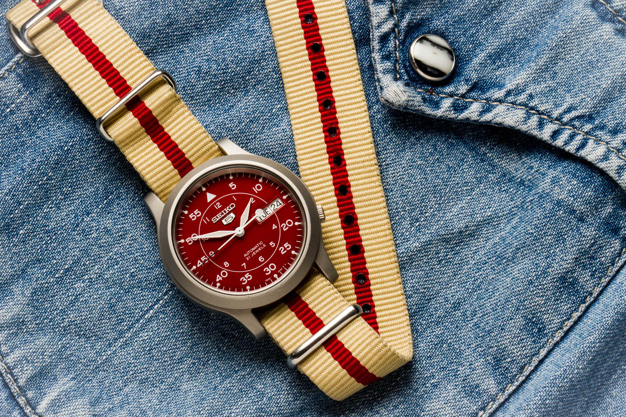 Seiko 5 Military SNKM95 Red Amazon Dial